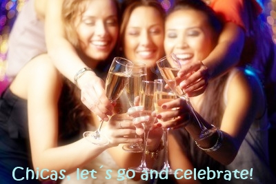 chicas-alegres-tintineo-copas-de-champan-en-la-fiesta v