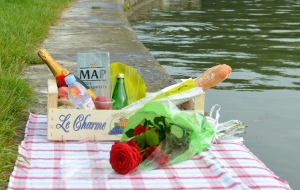 have-the-perfect-parisian-picnic-delivered-to-you-feature